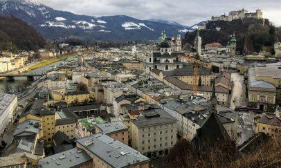 Salzburg, Blick vom Mönchsberg auf die Stadt